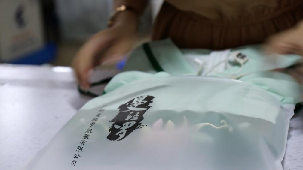 """东北汉子每月花8万设计古风连衣裙 阿里原创保护让""""汉风唐韵""""再现"""